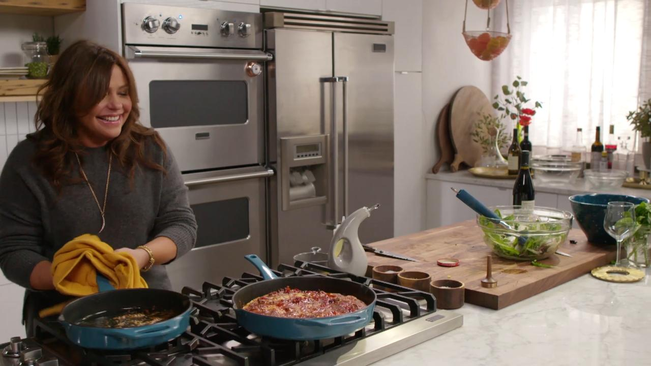 Rachael Ray Show Cancelled 2020.Food Network Renews Rachel Ray S 30 Minute Meals